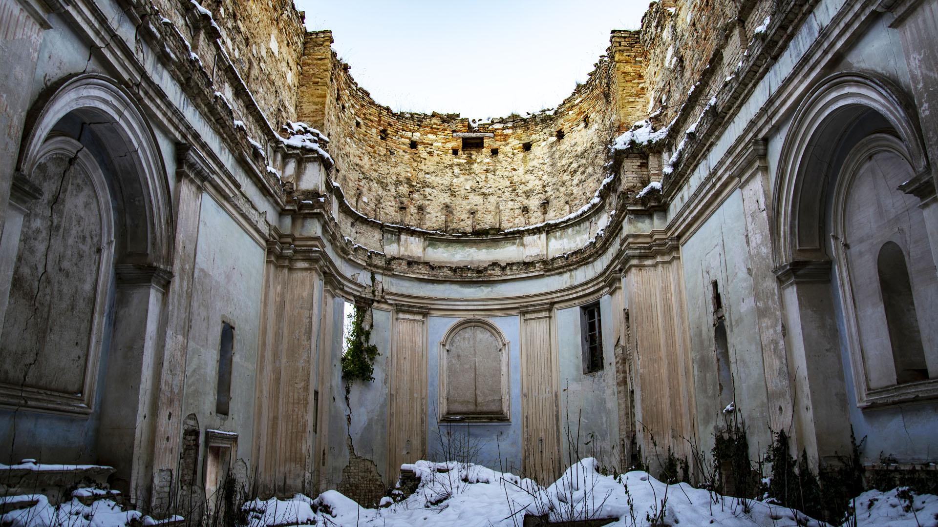 Neve all'interno della Pieve di Sant'Eracliano, foto di Linda Giovanelli